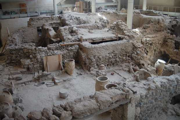 Akrotiri_excavations_2